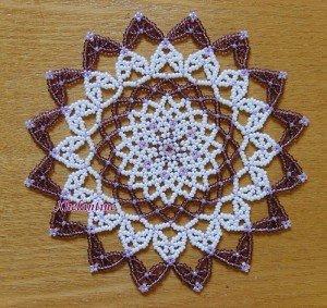 napperon-violet-parme-blanc-300x283